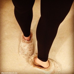 Lulus and fuzzy slippers = seksay!